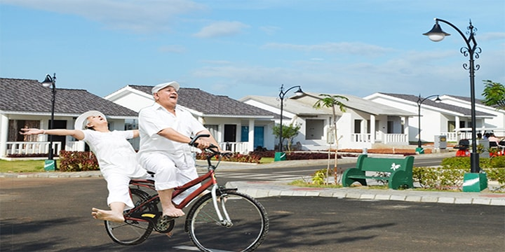 advantages of old age home